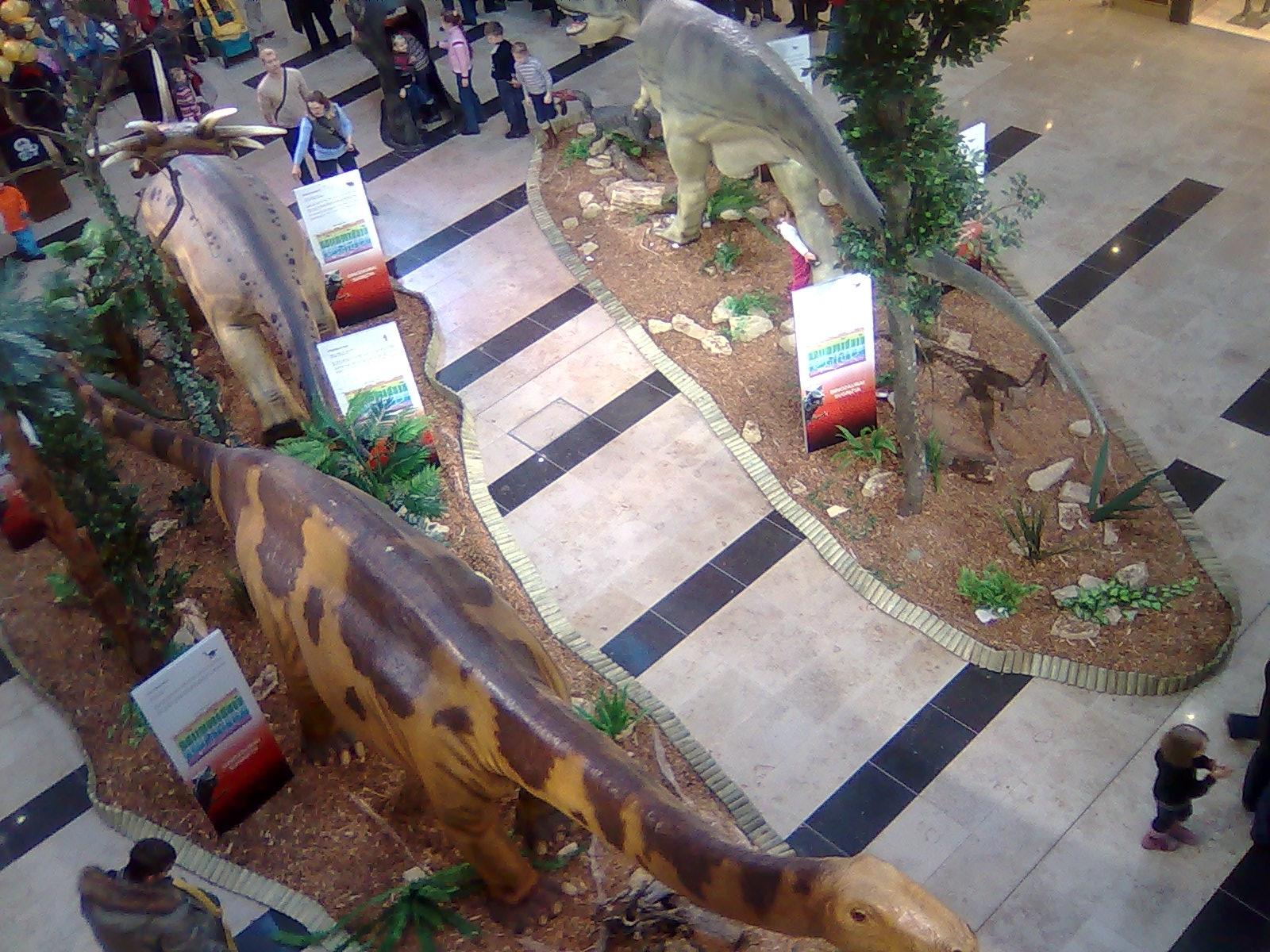 Dinozaurų paroda Ozo prekybos centre paviršutiniška, bet mums neišmanėliams, pasirodė įdomi