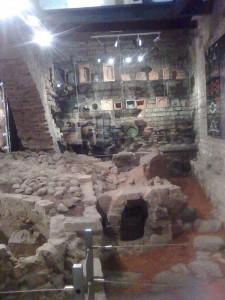 Puodų žiedimo krosnis ir gintaras nesusiję dalykai, bet muziejaus atmosfera šilta ir paslaptinga