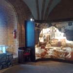 Šioje salėje pasakojama, kad Trakus restauravo ir prie juos gruovusio rusų caro, ir prie lenkų, ir net WWII karo metu