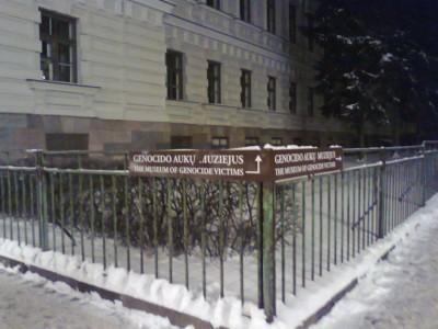 KGB muziejus pagaliau pasipuošė nauja gerai matoma iškaba-reklamine nuoroda