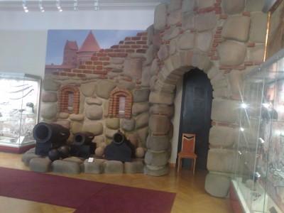 kam ta apgailėtina Trakų pilies butaforija - tik už 60km stovi tikra unikalis Europoje pilis saloje