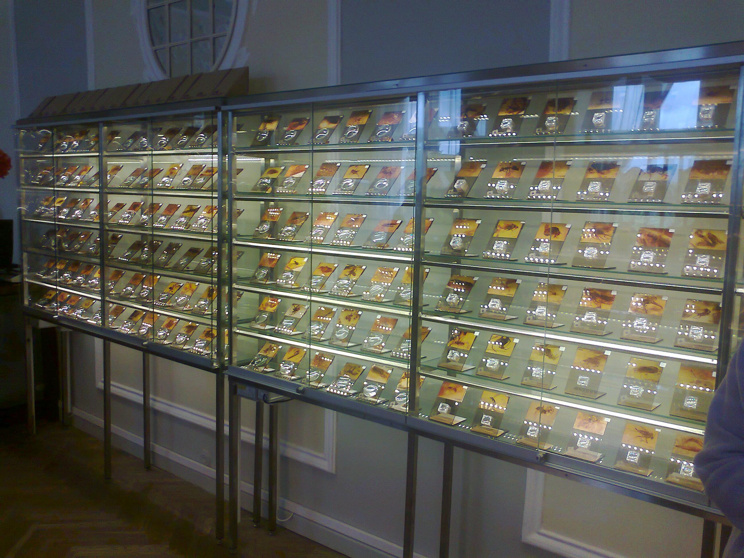 Privačioje muziejuje įsukūrusioje suvenyrų paruotuvėje gintaras eksponuojamas graziau ir išradingiau