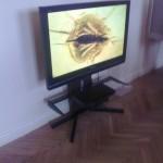 Ekspozicijoje TV kaip iš kažkieno namų svetainės