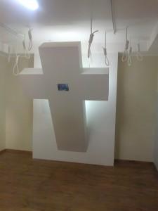 Butaforijos perteklius - dalgiai, durklai, kilpos, kryžius su televizoriuku (sekuliarizmo pasekmė ar išsilavinimo trūkumas?) kai